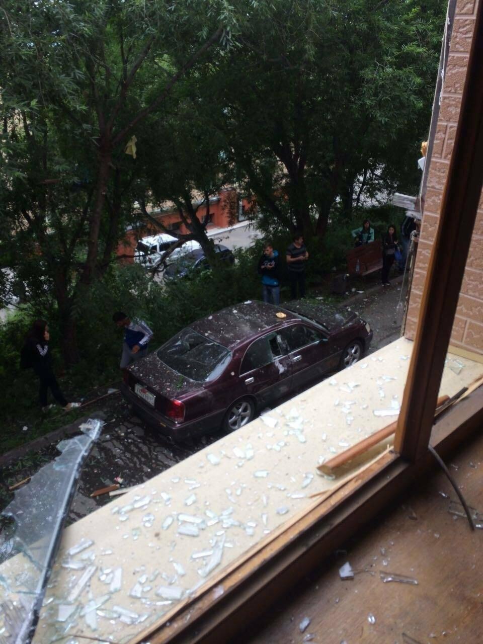Выбиты окна и двери – взрыв прогремел в квартире на Арсеньева в Петропавловске, фото-1