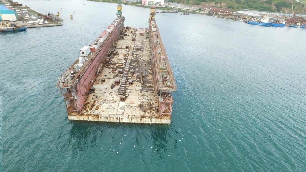 Безопасности судов в бухте Раковая угрожает плавучий док, фото-2