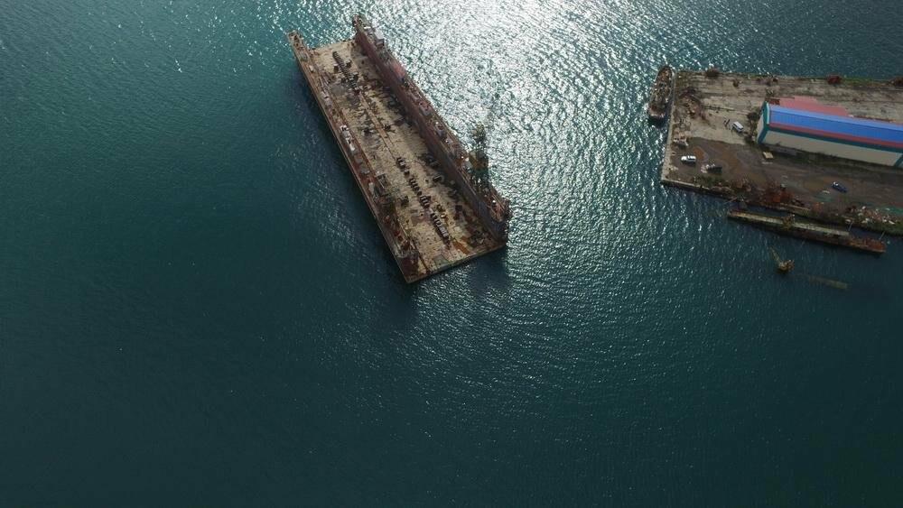 Безопасности судов в бухте Раковая угрожает плавучий док, фото-1