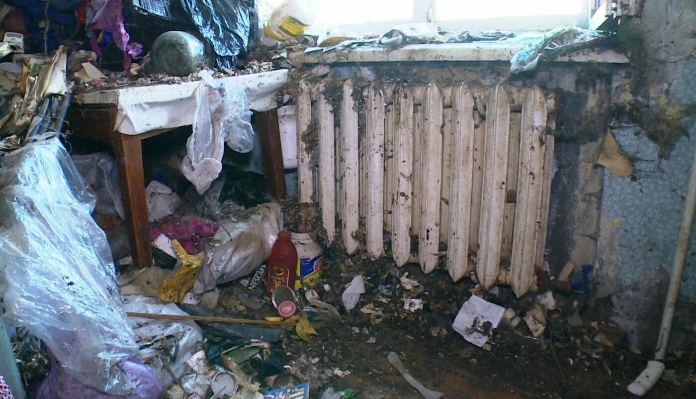 10 грузовиков мусора вывезли из квартиры душевнобольной жительницы Завойко, фото-1