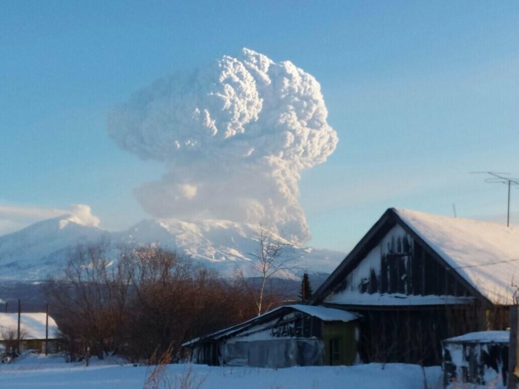 На Камчатке Безымянный «выстрелил» пеплом на 15 км, фото-8