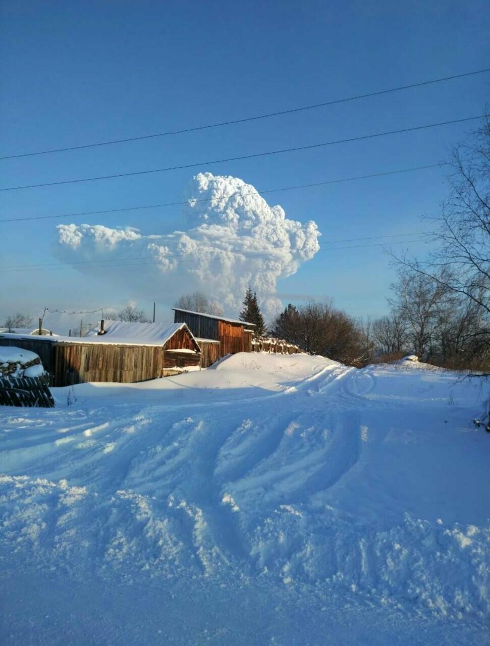 На Камчатке Безымянный «выстрелил» пеплом на 15 км, фото-5