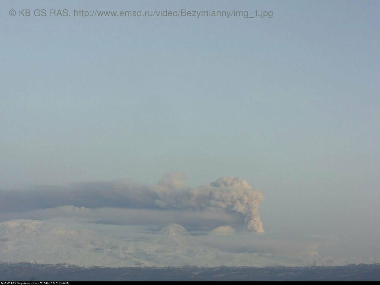 На Камчатке Безымянный «выстрелил» пеплом на 15 км, фото-3