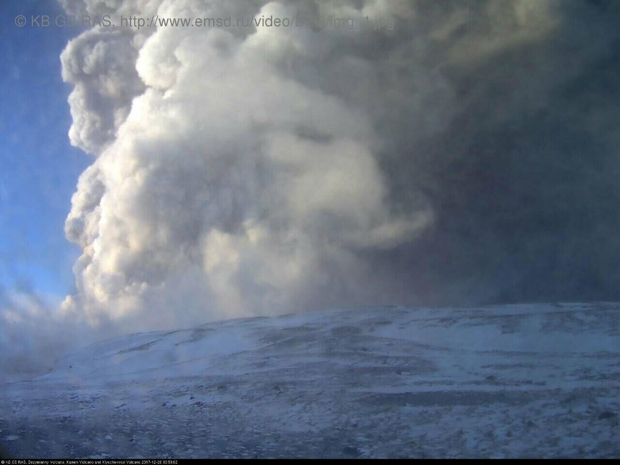 На Камчатке Безымянный «выстрелил» пеплом на 15 км, фото-7
