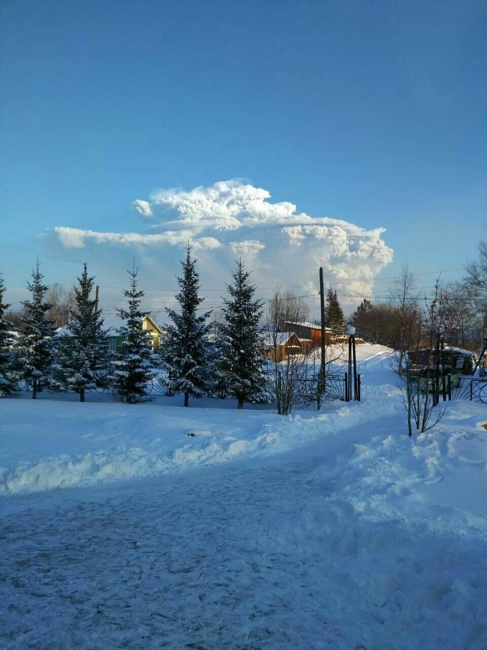 На Камчатке Безымянный «выстрелил» пеплом на 15 км, фото-9