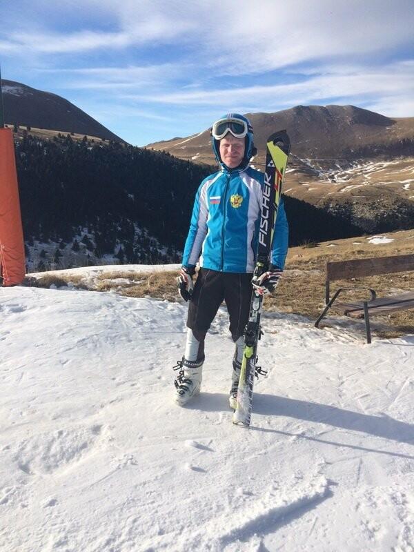 Камчатский спортсмен взял высшие награды Кубка мира по горным лыжам среди слепых, фото-1
