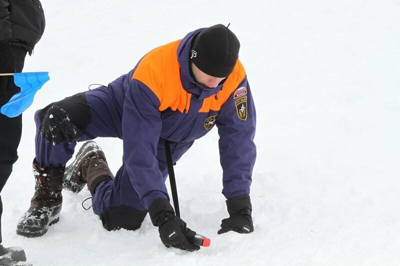 На Камчатке спасатели тренировались искать людей в снегу, фото-5