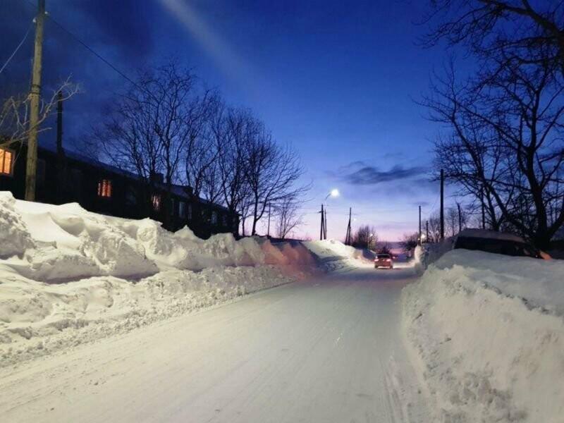 Утопающий в снегу поселок Ключи начали расчищать только после вмешательства прокуратуры, фото-1