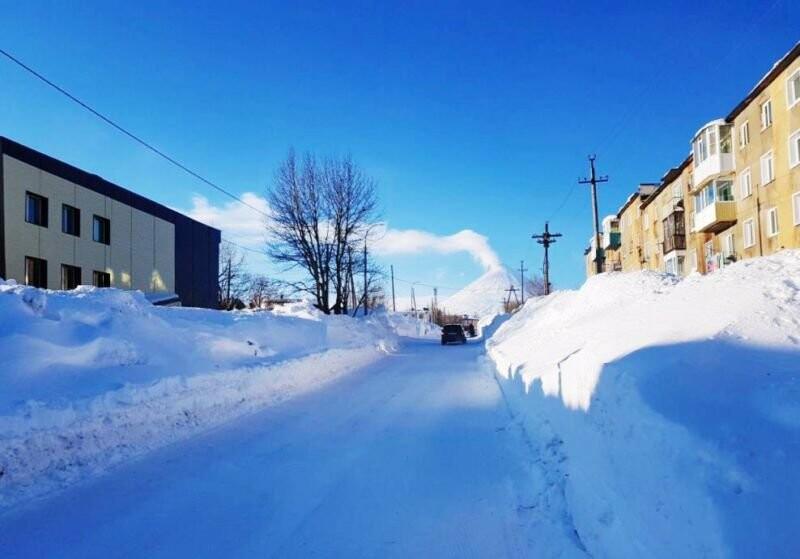 Утопающий в снегу поселок Ключи начали расчищать только после вмешательства прокуратуры, фото-2