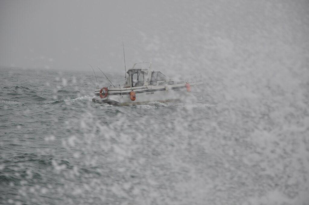 Катер попал в беду у берегов Камчатки, фото-1