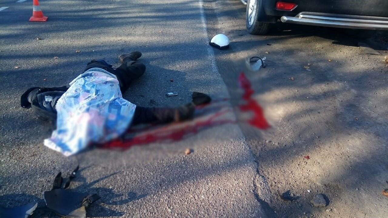 Водитель мокика врезался в эвакуатор на Камчатке , фото-1