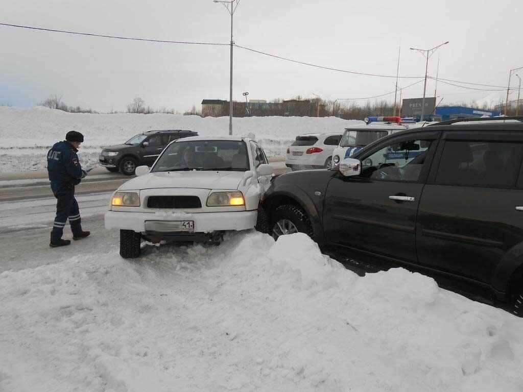 На Камчатке за время январских выходных в ДТП погиб 1 человек и 7 пострадали, фото-7