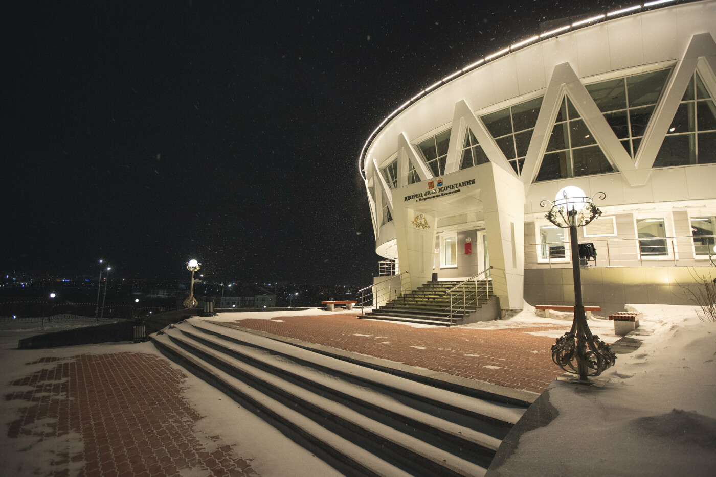 Камчатский Дворец бракосочетаний светится в темноте, фото-4