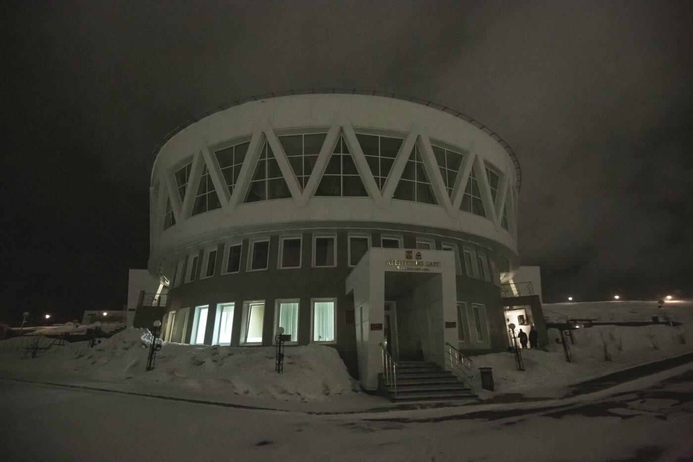 Камчатский Дворец бракосочетаний светится в темноте, фото-2