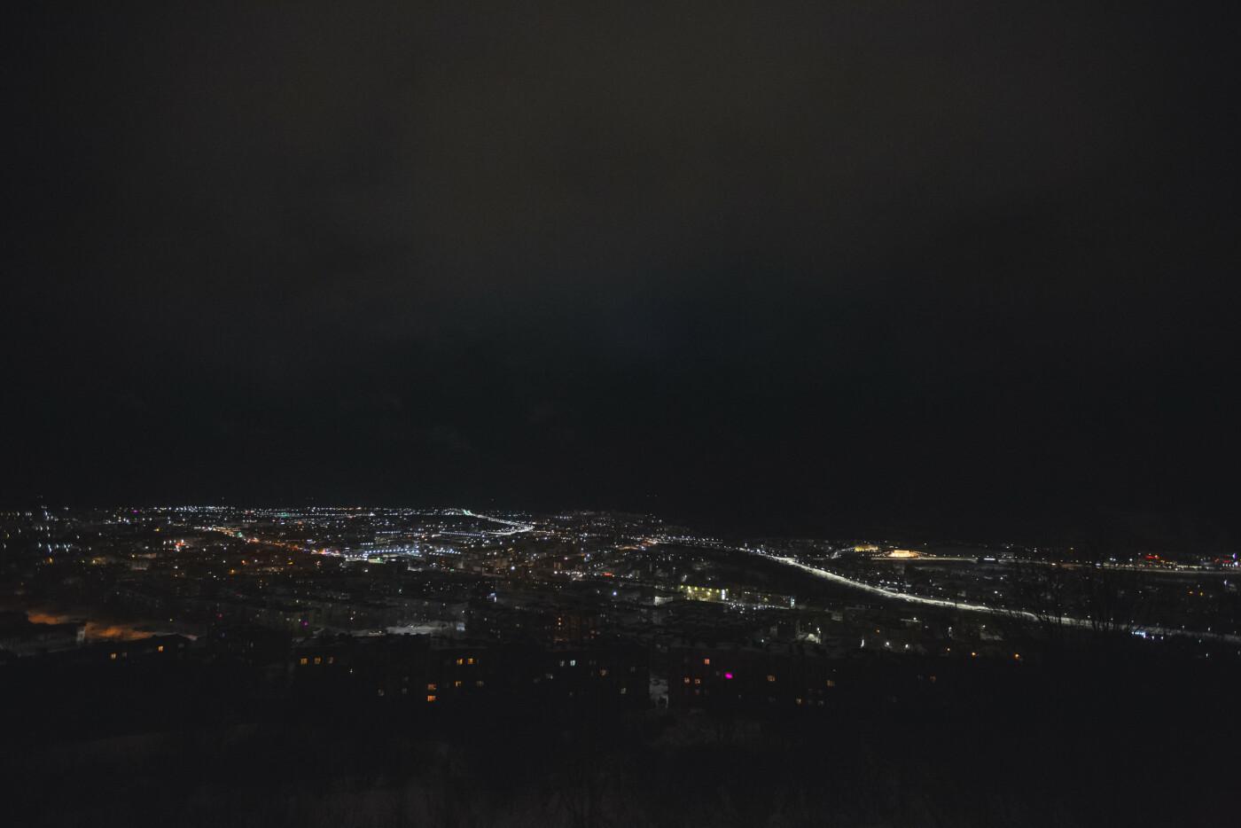 Камчатский Дворец бракосочетаний светится в темноте, фото-5