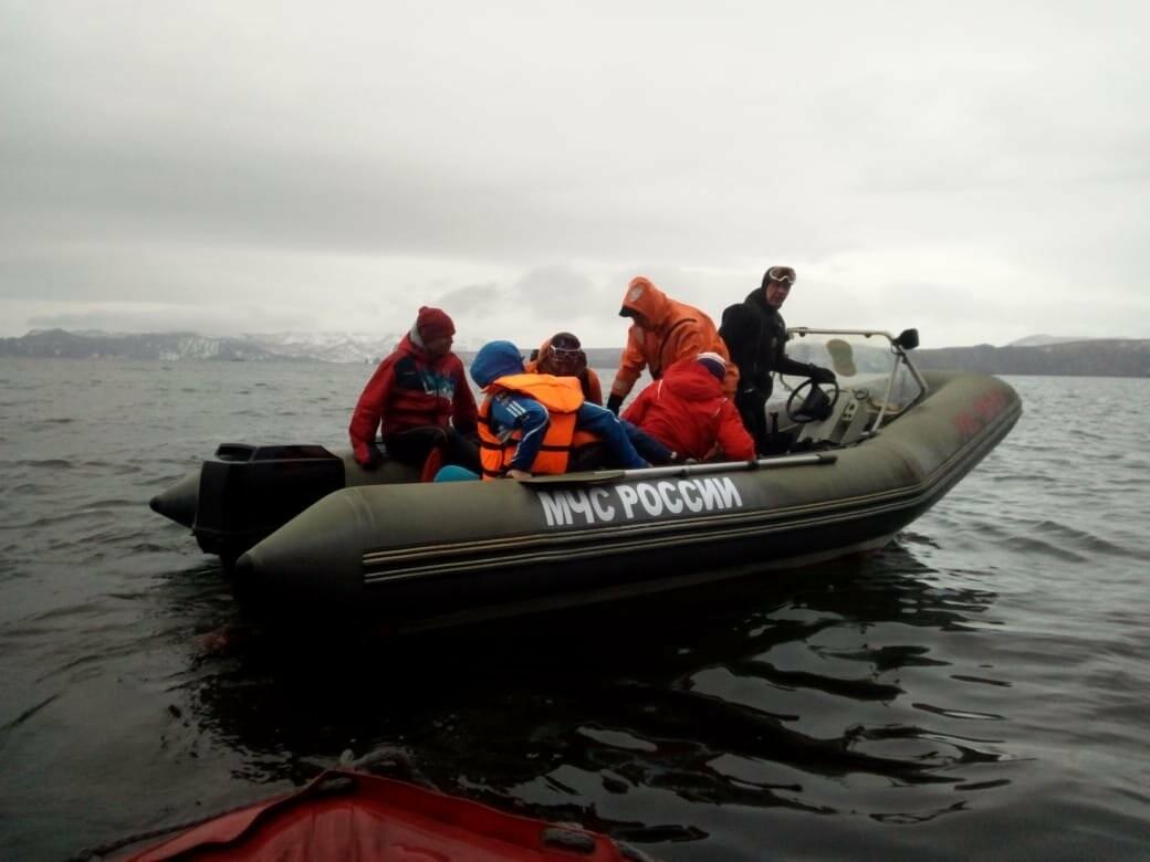 Пять человек эвакуировали спасатели с побережья бухты Шлюпочная , фото-14
