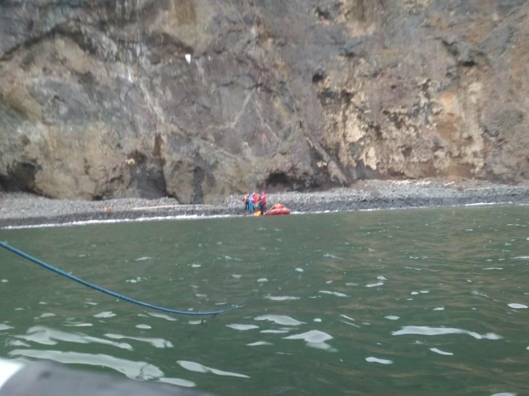 Пять человек эвакуировали спасатели с побережья бухты Шлюпочная , фото-4
