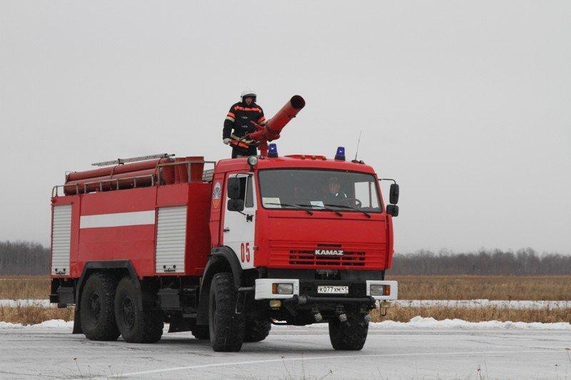 Камчатские спасатели тушили Як-40 в елизовском аэропорту - учения, фото-1