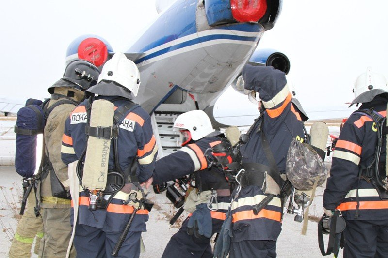 Камчатские спасатели тушили Як-40 в елизовском аэропорту - учения, фото-2
