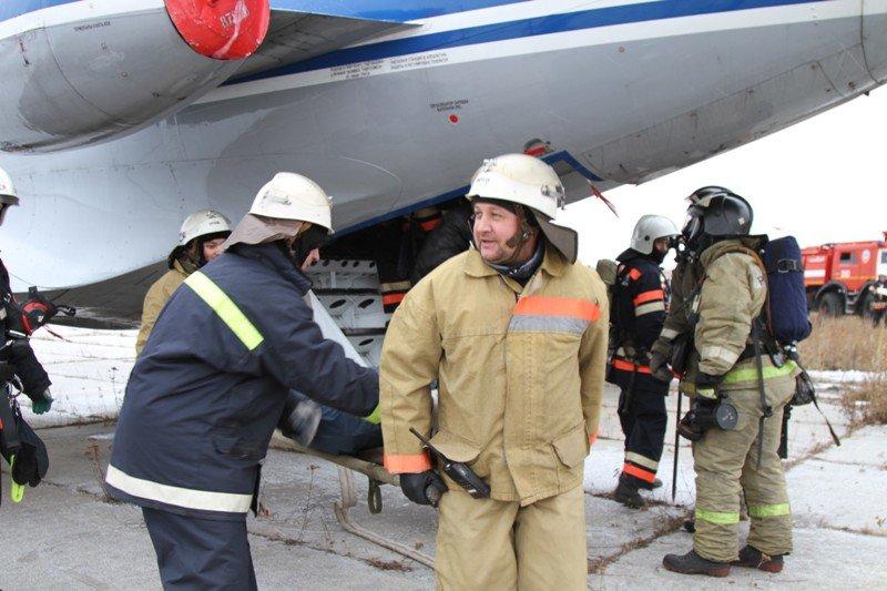 Камчатские спасатели тушили Як-40 в елизовском аэропорту - учения, фото-6