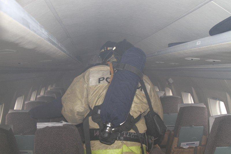 Камчатские спасатели тушили Як-40 в елизовском аэропорту - учения, фото-7
