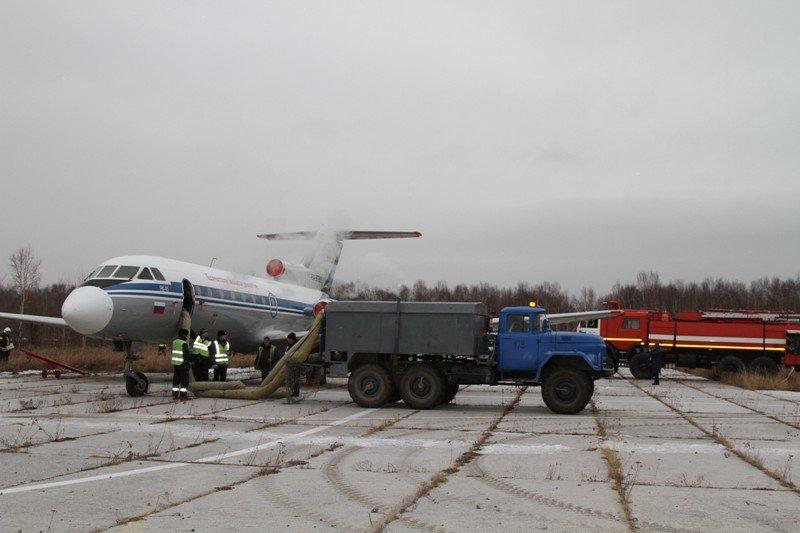 Камчатские спасатели тушили Як-40 в елизовском аэропорту - учения, фото-8
